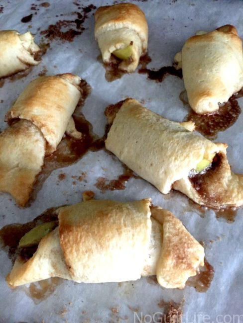 Simple cinnamon apple bites made with crescent rolls. These taste just like mini apple pies! Easy recipe perfect for fall football celebrations.