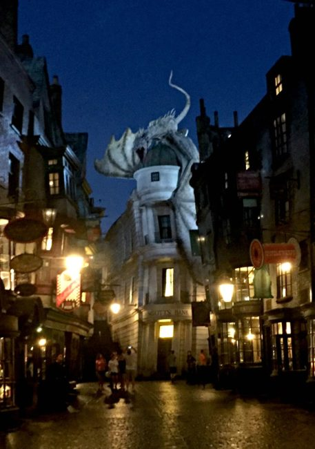 Universal Orlando hotel options include family friendly options like the Cabana Bay Beach Resort. Stay onsite during your Universal stay and get early entrance to the Wizarding World of Harry Potter! Travel | Disney Vacation | Universal Studios Orlando