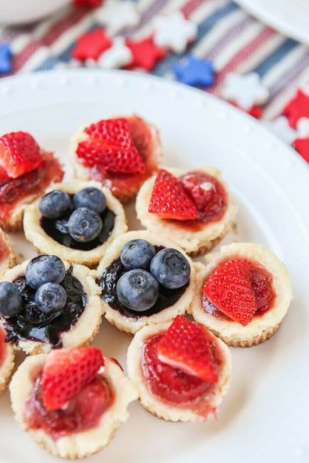 Easy Fourth of July Recipes for your celebrations of the red white and blue. Desserts | simple recipes | 4th of July | Sweet Treats | 4th of july food | 4th of july party ideas