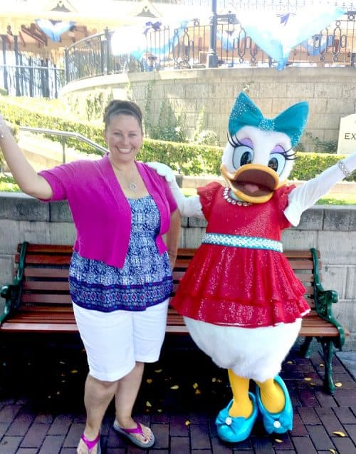 Daisy Duck Disneyland donald duck costume tutorial