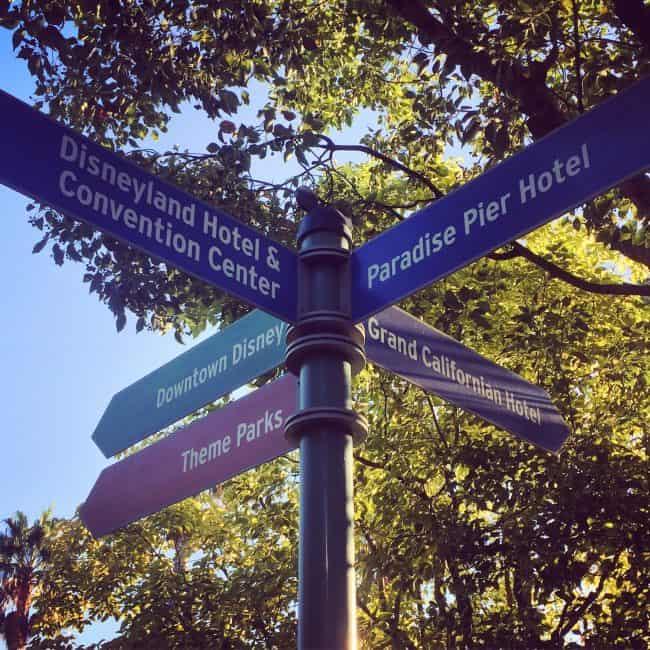 disneyland-hotel-signs