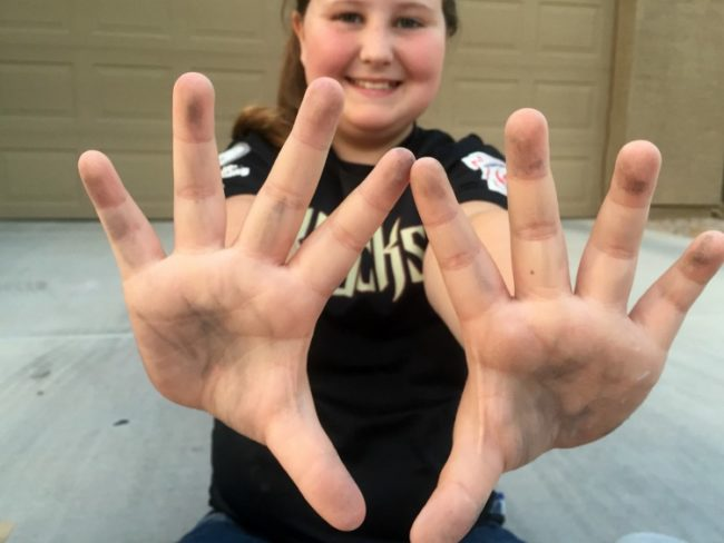 claire-hands