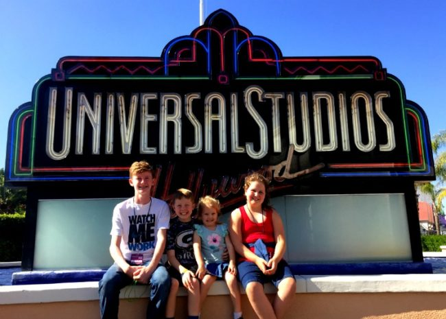 height-requirements-universal Going to Southern California? There's more than just Disneyland to experience! Check out Universal Studios Hollywood and the Wizarding World of Harry Potter too. Here are six ways I think Universal beats Disney that you need to know. Studio Tour   Jurassic Park   The Mummy   Transformers   Minions   Butter Beer   Front of the Line