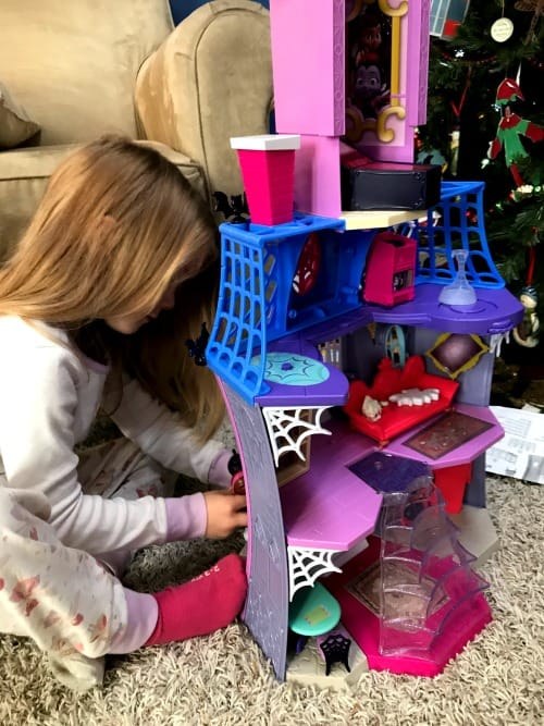 child playing with the Vampirina toys Scare B&B Vampirina house