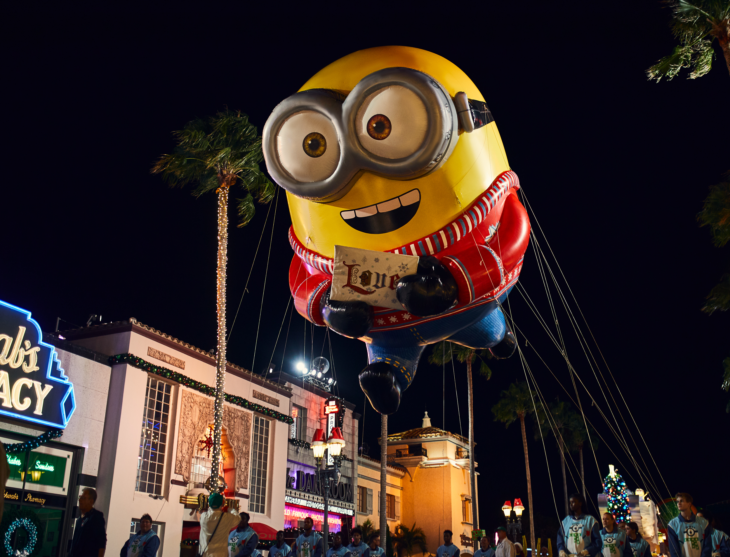 7 Things You Must Do During the Holidays at Universal Orlando. Perfect for Christmas or New Year's Eve trip planning at Harry Potter World!
