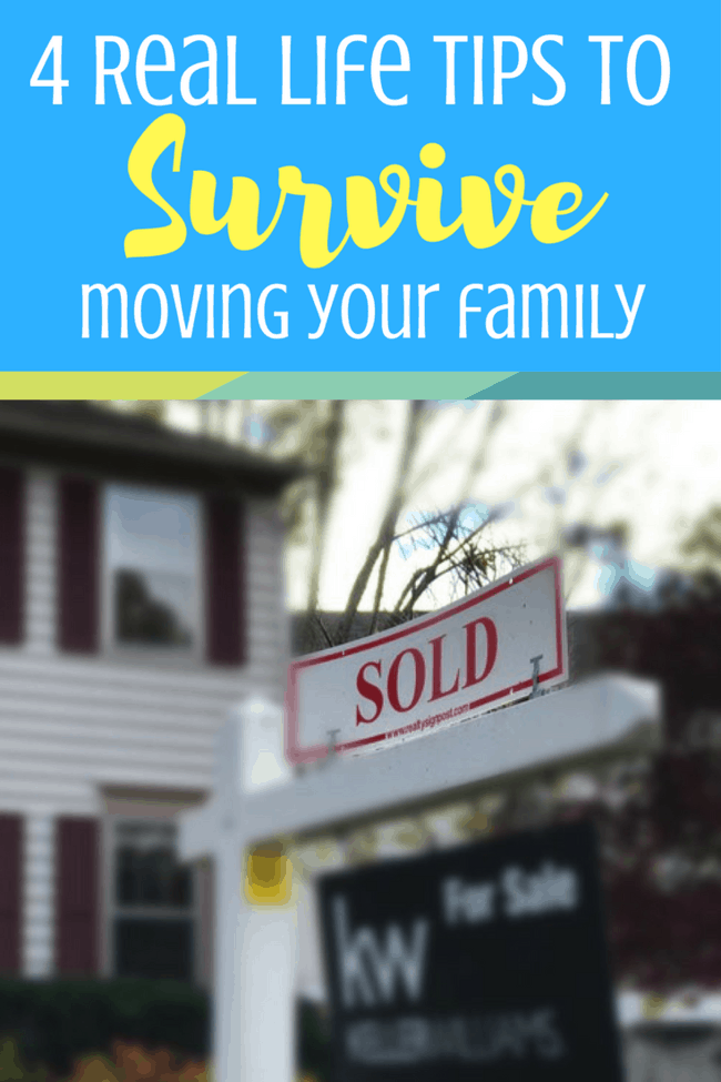 4 tips for moving during the holidays: you'll need these to survive a move at Christmas! #ad #sourpunchbites #punchup #moving