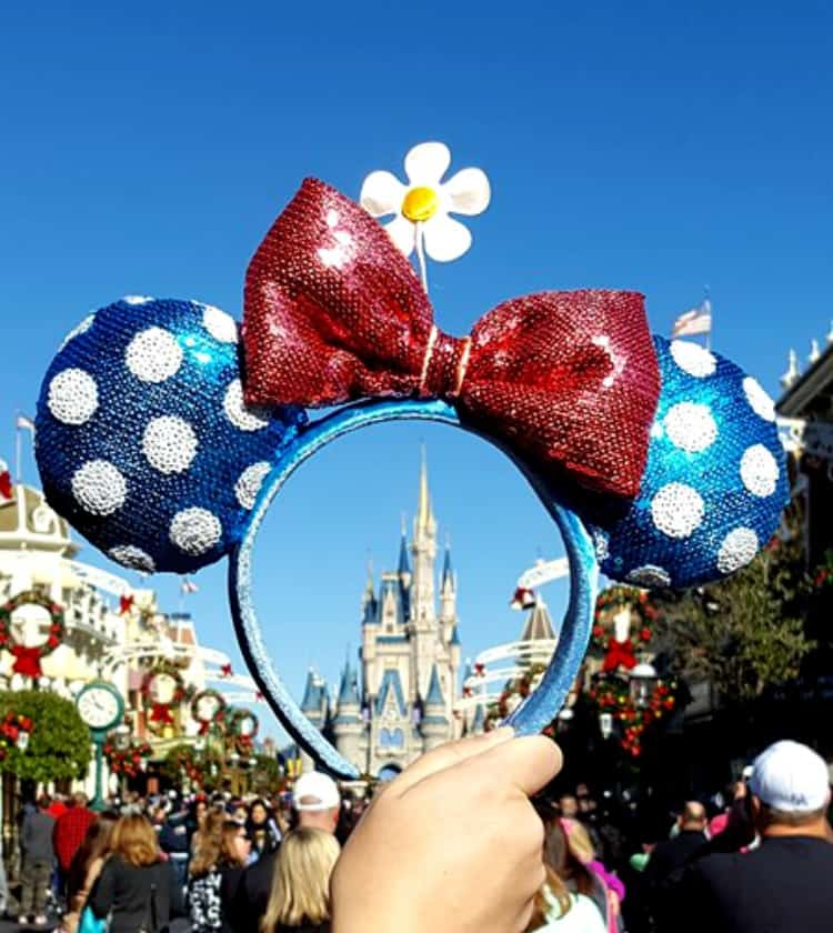We all love those rose gold ears but there's a new set of ears on the horizon.Vintage Minnie ears are here and we are LIVING FOR THEM.Here's how you can find vintage Minnie ears at Disney.