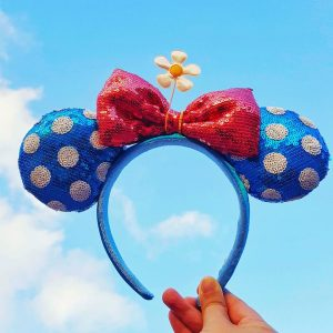 We all love those rose gold ears but there's a new set of ears on the horizon. Vintage Minnie ears are here and we are LIVING FOR THEM. Here's how you can find vintage Minnie ears at Disney.
