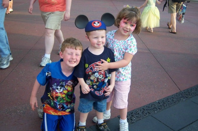 kids in mickey ears ways to remember your disney vacation