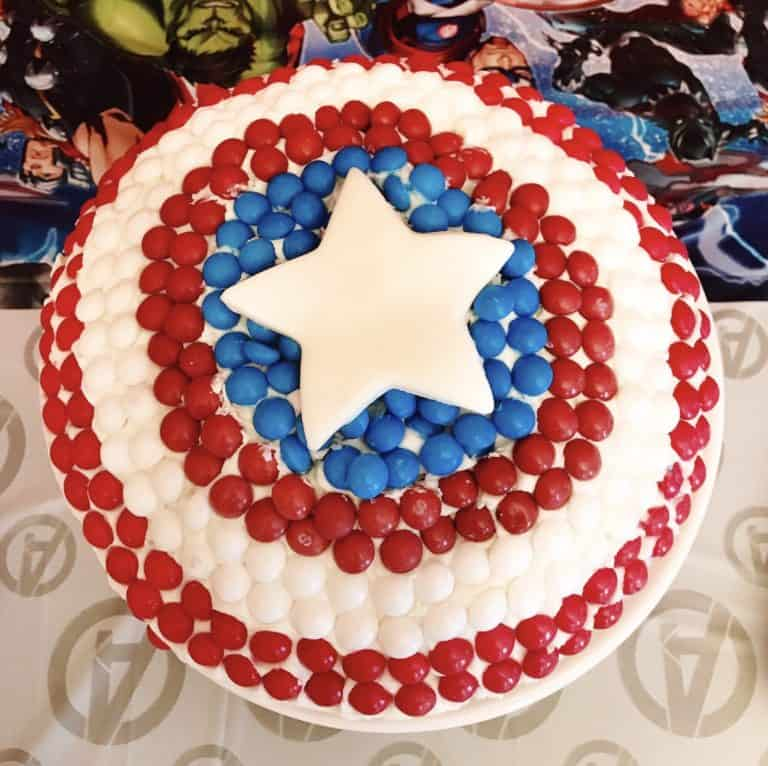 Captain-America-Cake superhero party ideas