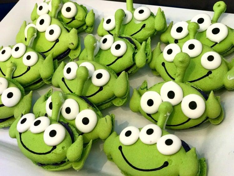 Disneyland Pixar fest alien macaron
