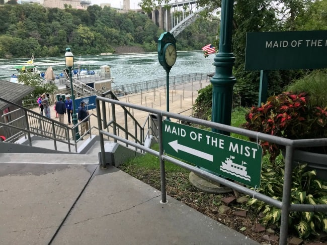 walkway to the maid of the mist