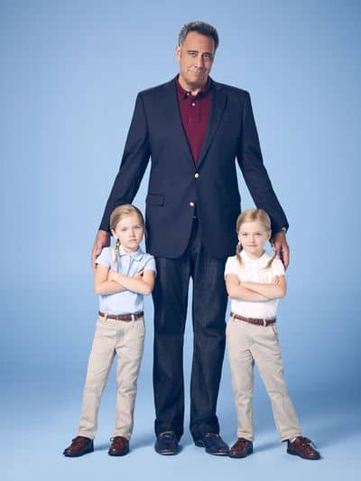"SINGLE PARENTS – ABC's ""Single Parents"" stars Ella Allan as Amy, Brad Garrett as Douglas, and Mia Allan as Emma. (ABC/F. Scott Schafer)"