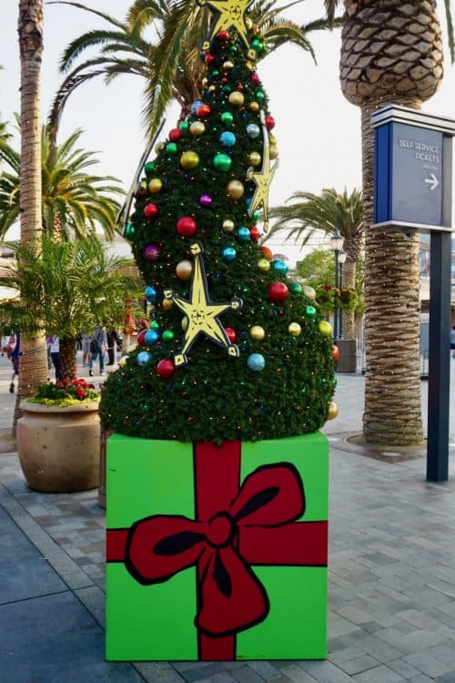 universal hollywood christmas tree
