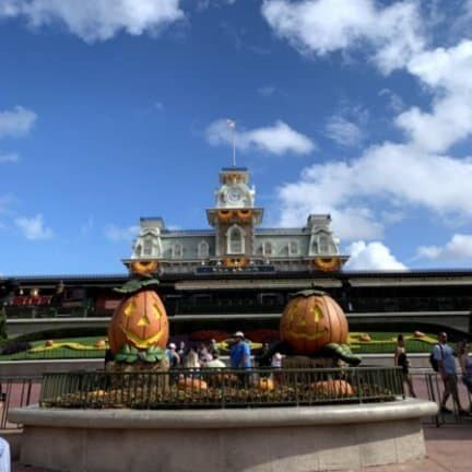 guide to halloween at disney parks