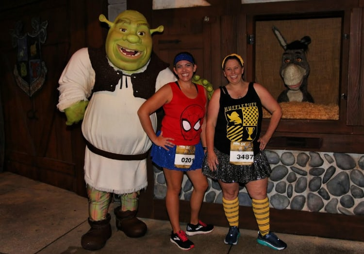 running universal characters on the course shrek and donkey
